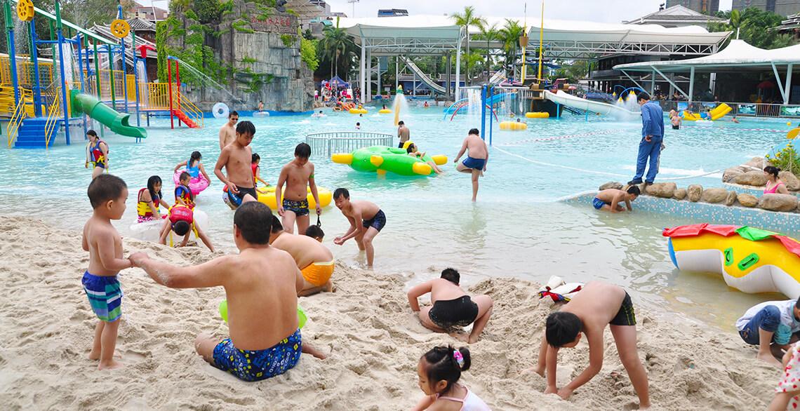 Oversized Leisure Pool Area