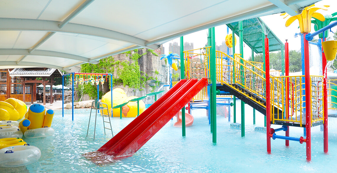 Contains fun area, slides, water curtain, etc. Suitable for children under 6 years old.
