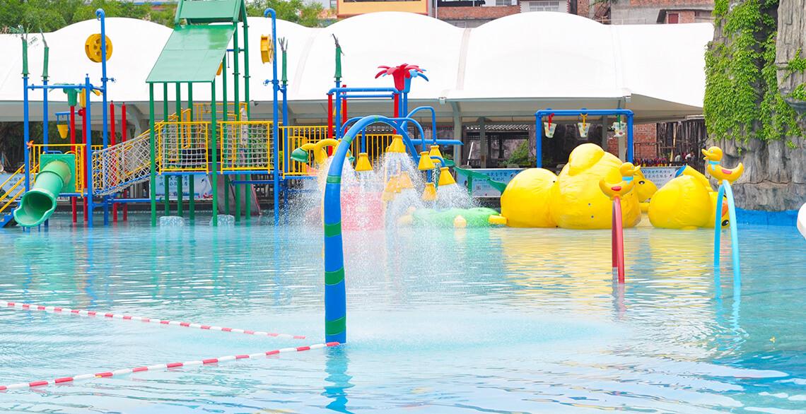 宝贝水城:包含有趣味区、滑梯、水帘等,提供给6岁以下的儿童游玩。