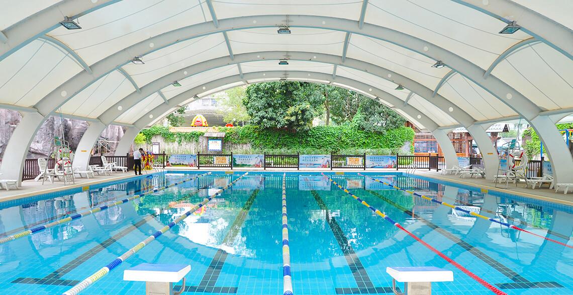 国标成人游泳池:长25米、宽12米,6条道。最低水位1.6米,最深水位1.8米。仅限成人游玩。